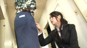 変態容疑者男の股間を検査