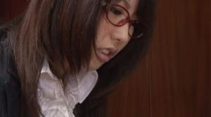 知的な美人メガネ秘書