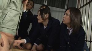 囚人のチンコを検査する女看守