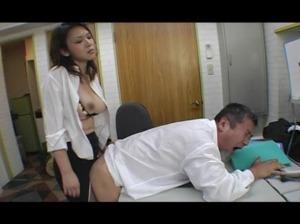 元ヤン爆乳女社長がダメ社員をペニパンで突きまくる