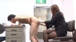 美人秘書がM男社員のアナルをいじくりまわす